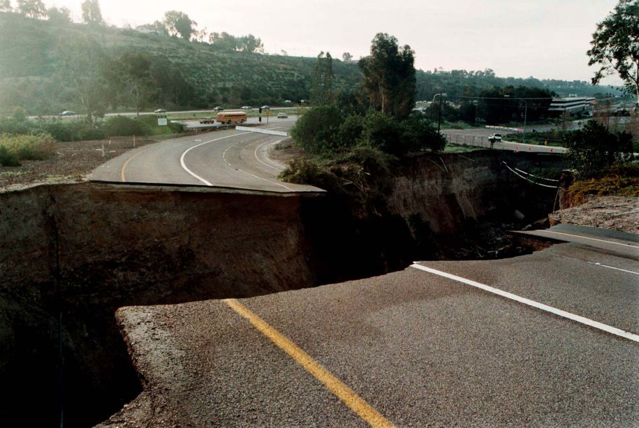 in-1998-this-enormous-chasm--800-feet-long-40-feet-wide-and-70-feet-deep--opened-up-over-two-days-after-heavy-rains-and-a-drainage-pipe-burst-in-san-diego