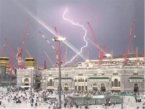 η κιβωτός του Γαβριήλ, εκπομπή πλάσματος, πάνω από το μεγάλο τζαμί στη Μέκκα, kibotos-tou-gabriil3