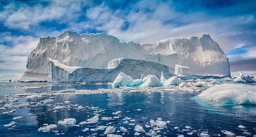 Ο πλανήτης εκπέμπει SOS: Η Γροιλανδία έχασε 10 δισ. τόνους πάγου μέσα σε 24 ώρες